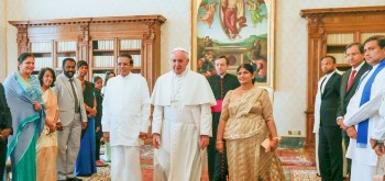 14dec2015 president meets pope-1